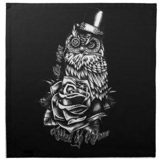 Sea búho sabio con el sombrero de copa en blanco y servilletas imprimidas