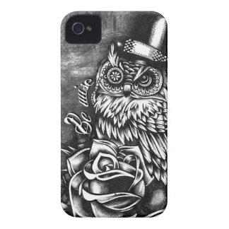 Sea búho sabio del estilo del tatuaje en base de iPhone 4 Case-Mate carcasas