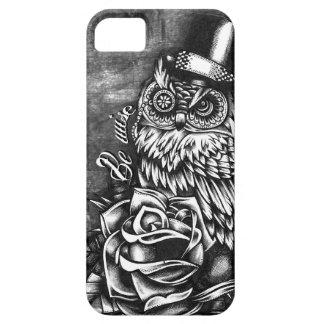 Sea búho sabio del estilo del tatuaje en base de m iPhone 5 Case-Mate protector