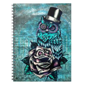 Sea búho sabio del estilo del tatuaje en base digi notebook