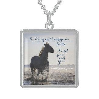 Sea caballo fuerte y valeroso de Deut 31 del verso Collar De Plata De Ley