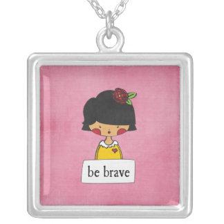 sea - chica con un mensaje - collar valiente