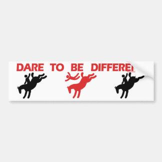 Sea diferente - el decir divertido del caballo pegatina de parachoque