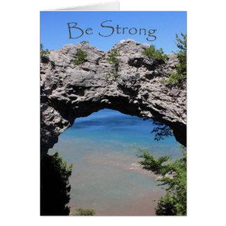 Sea fuerte - estímulo de la roca del arco tarjeta de felicitación