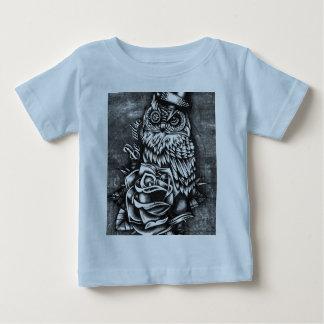 Sea ilustraciones sabias del búho del estilo del tshirts