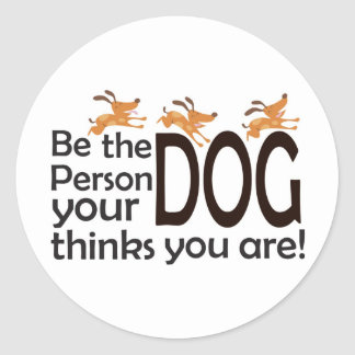 Sea la persona que su perro piensa que usted es etiquetas redondas