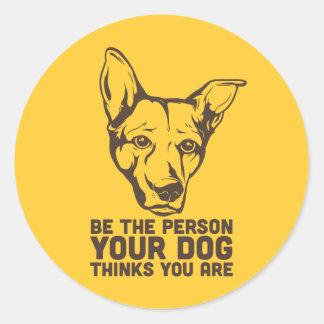 sea la persona que su perro piensa que usted es pegatina redonda