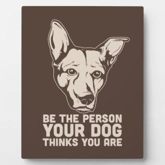 sea la persona que su perro piensa que usted es placas de madera
