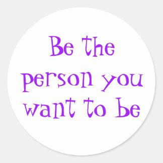 Sea la persona que usted quiere al ser-pegatina pegatina redonda