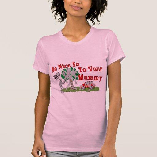 Sea Niza a su momia Camisetas