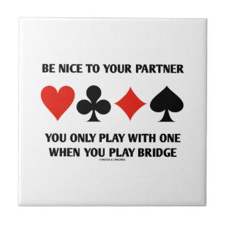 Sea Niza a su socio que usted juega solamente con Azulejo Cuadrado Pequeño