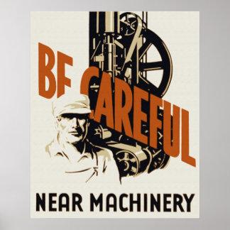 Sea poster cercano cuidadoso de la maquinaria
