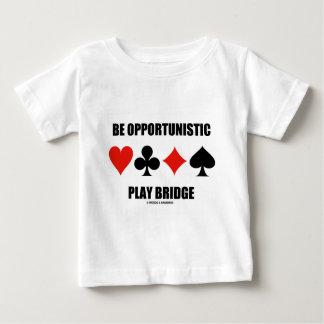 Sea puente oportunista del juego (cuatro juegos de playeras
