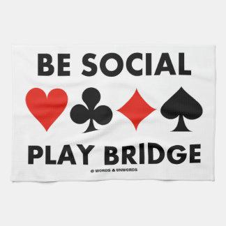 Sea puente social del juego (cuatro juegos de la t toallas