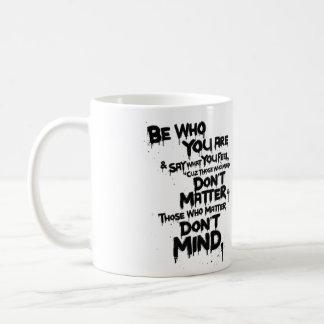 Sea quién usted es y decir lo que usted siente… taza de café