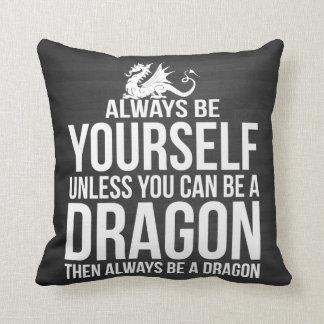 Sea siempre usted mismo. A menos que usted pueda Cojín