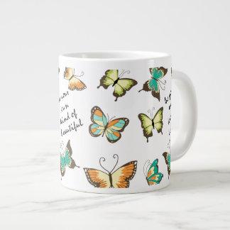 Sea sus propias mariposas hermosas taza de café grande
