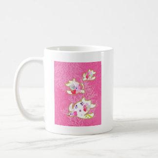 Sea turtle on pink background. coffee mug