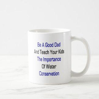 Sea un buen papá y enseñe sus niños a la importanc taza