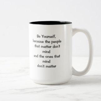 Sea usted mismo taza de dos tonos