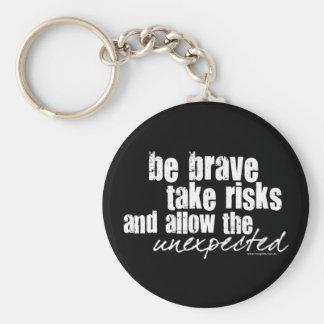 Sea valiente toman riesgos llavero redondo tipo pin