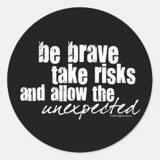 Sea valiente toman riesgos pegatina redonda