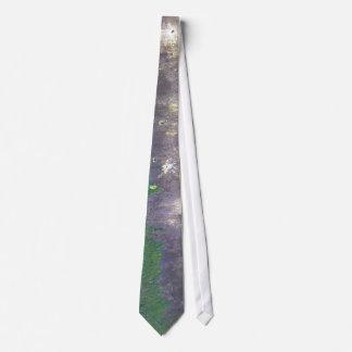 Sea wall neck tie