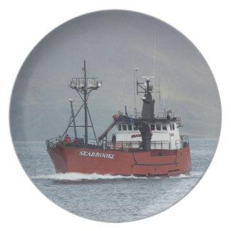 Seabrooke, barco de pesca del cangrejo en el puert platos de comidas