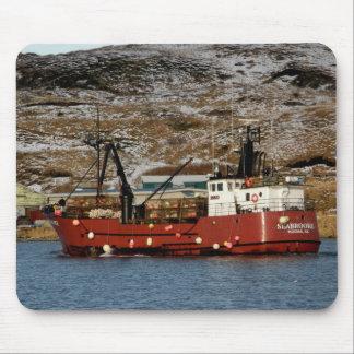 Seabrooke, barco del cangrejo en el puerto holandé tapetes de raton