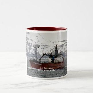 Seabrooke, barco del cangrejo en el puerto holandé taza dos tonos