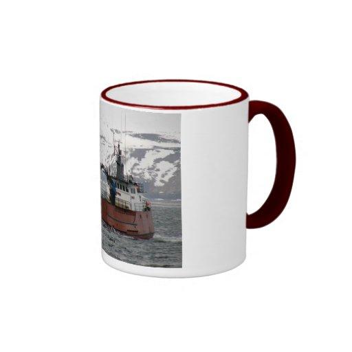 Seabrooke, barco del cangrejo en el puerto holandé taza de café