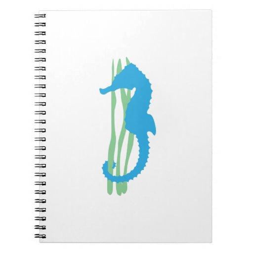 Seahorse azul con la hierba del mar libretas espirales