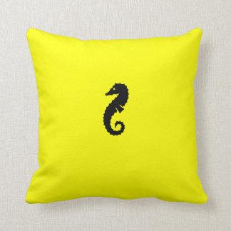 Seahorse de Glow_Black-on-Yellow del océano Cojines
