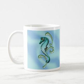Seahorse en la alga marina taza de café
