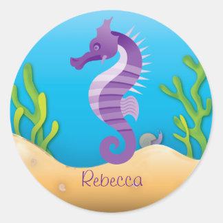 Seahorse púrpura subacuático etiquetas redondas