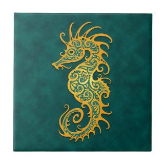Seahorse tribal azul de oro azulejo cuadrado pequeño