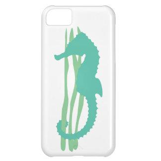 Seahorse verde con la hierba del mar