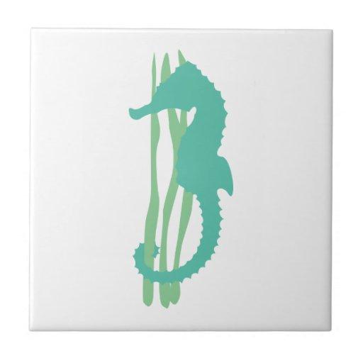 Seahorse verde con la hierba del mar teja cerámica