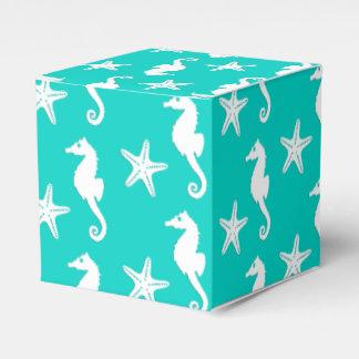 Seahorse y estrellas de mar - blanco en la caja para regalos