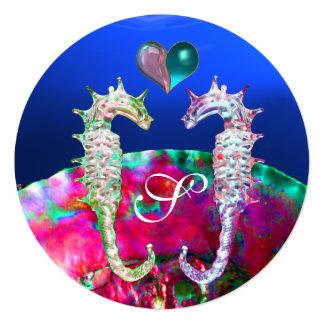 """SEAHORSES EN MONOGRAMA DEL BODA DE PLAYA DEL AMOR INVITACIÓN 5.25"""" X 5.25"""""""