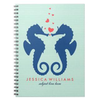 Seahorses lindos de los azules marinos en amor libro de apuntes con espiral