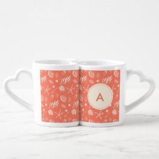 Seamless pattern with sea shells coffee mug set