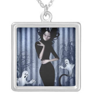 Seance Queen Necklace