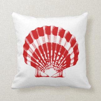 Seashell - de color rojo oscuro y blanco cojines