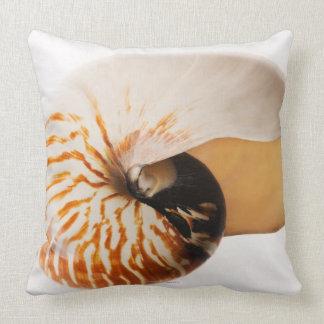 Seashell del nautilus (stenomphalus del nautilus) cojin