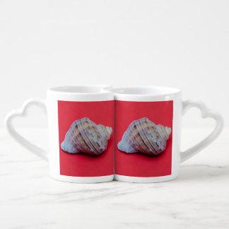 Seashell on a red background coffee mug set