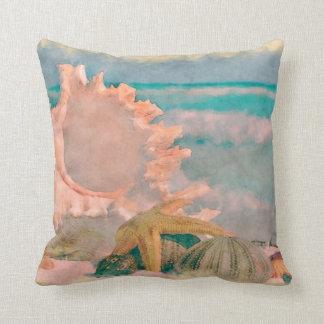 Seashells de la acuarela en la almohada de la