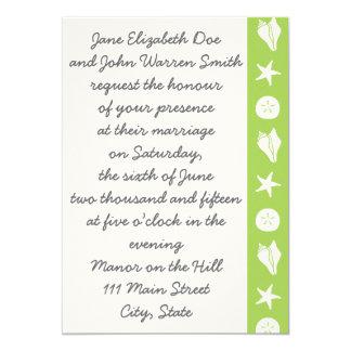 Seashells del verano en la invitación del boda del