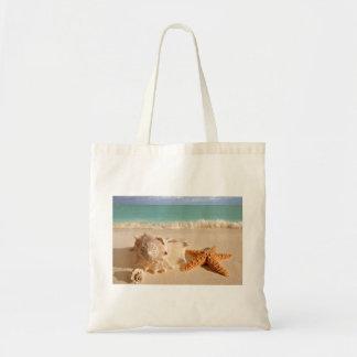 Seashells en el tote de la playa bolsas de mano