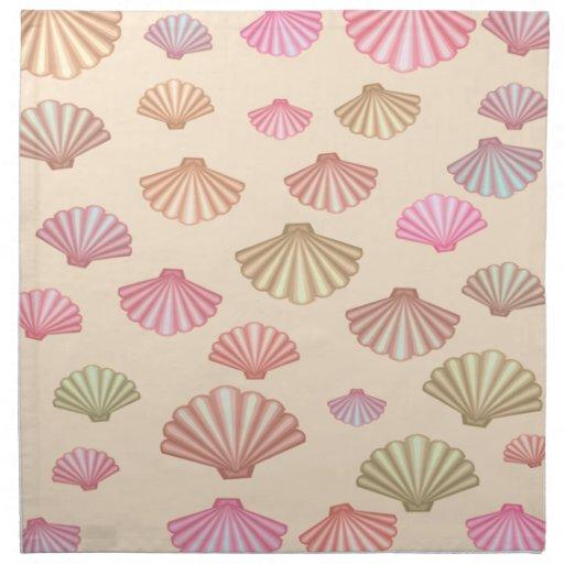 Seashells en la arena servilleta imprimida